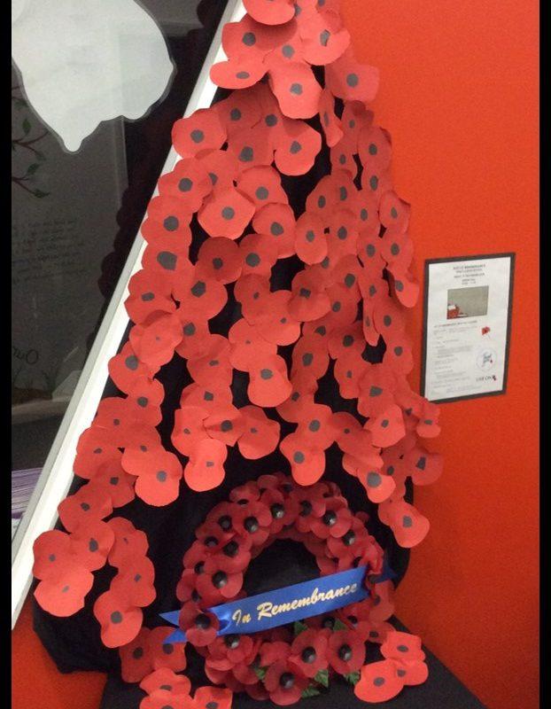 remembrance-2018-kls-poppy-display-by-ks1-children